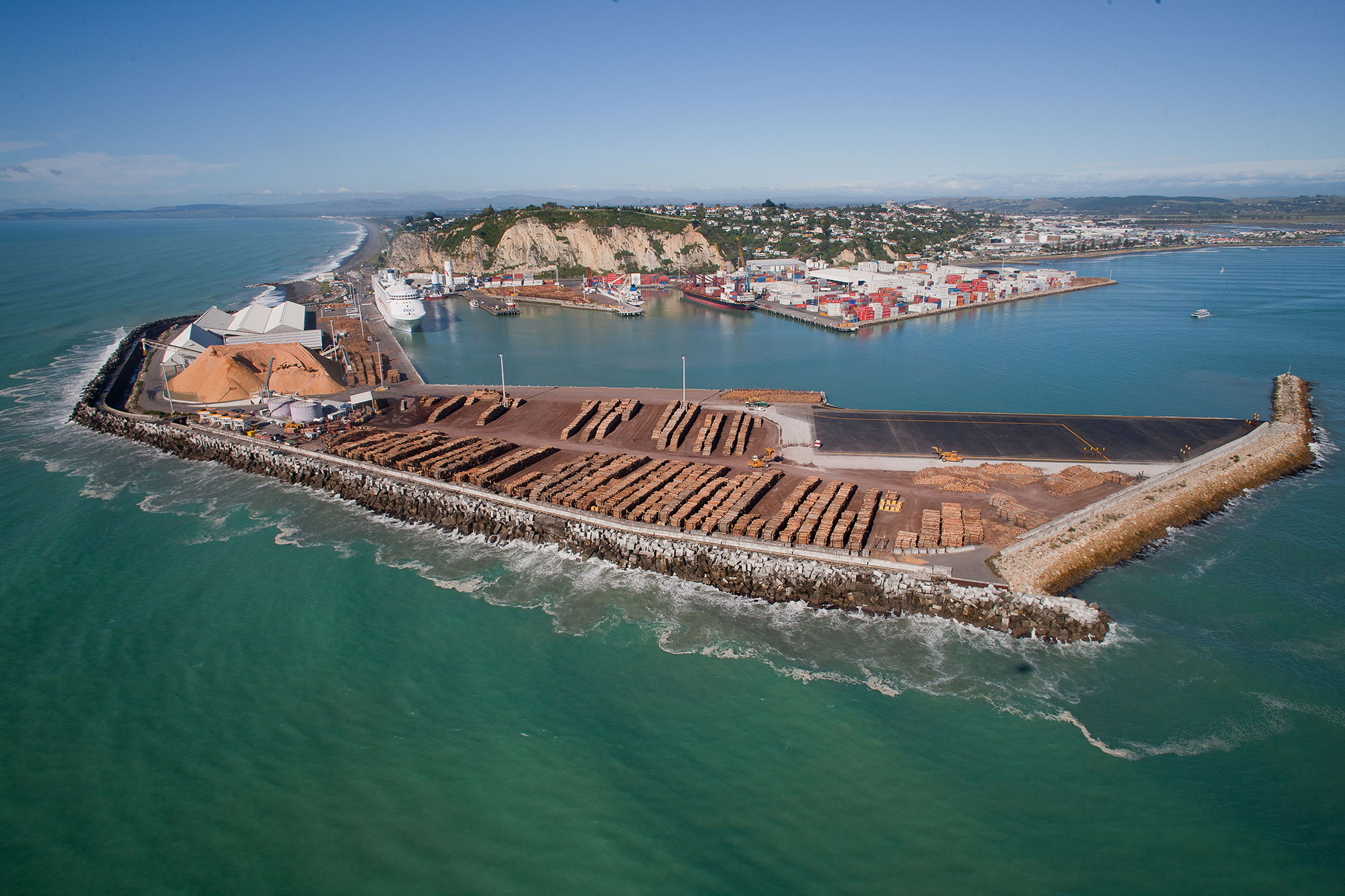 the port of napier in new zealand is deserved by marfret